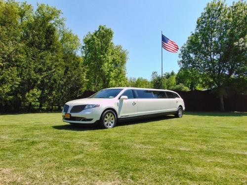 Lincoln MKT 8-Passenger Limousine - Exterior